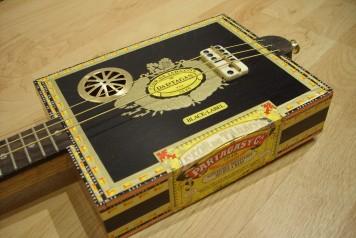 cigar_box_guitar1